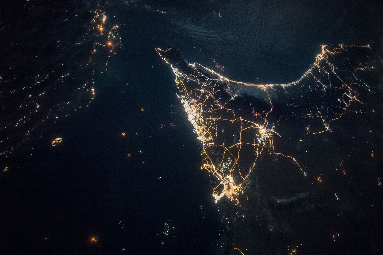 File:ISS-49 Iran, United Arab Emirates and Oman at night ...