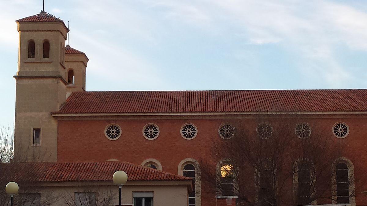 Iglesia de santa teresa albacete wikipedia la for Piscina santa teresa albacete