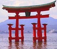 Itsukushima torii angle.jpg