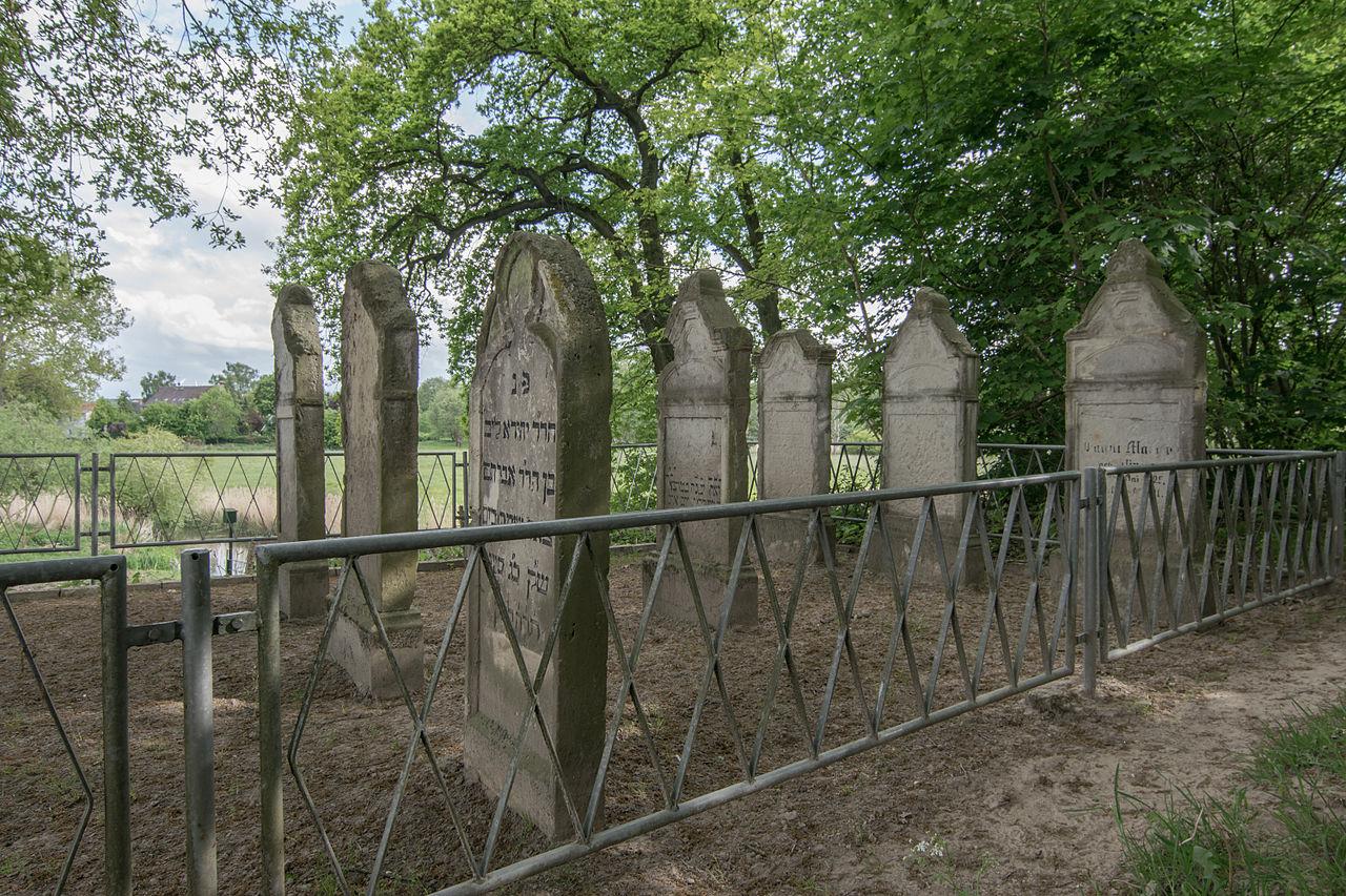 Jüdischer Friedhof Schwaan 2015.jpg
