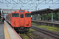 JNR Kiha 47 at Hatabu Station(16345961871).jpg