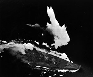 Japanese battleship Yamato under attack in the East China Sea on 7 April 1945 (L42-09.06.05).jpg