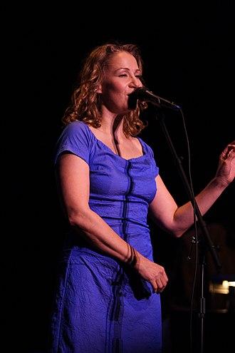 Joan Osborne - Osborne performing in Wilmington, Delaware, November 2009