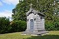 Jumet - chapelle Notre-Dame de Heigne - chapelle funéraire de la famille Houtart - 01.jpg