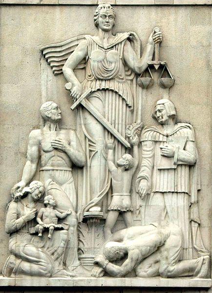 پرونده:Justice Statue Iran.jpg