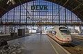 Köln Hbf ICE 717 Velaro D naar Frankfurt aankomst (13017800105).jpg