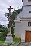 Kříž před kaplí svaté Anny, Lutotín, Bílovice-Lutotín, okres Prostějov (02).jpg