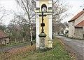 Kříž u kaple na návsi v Chodči (Q104974455) 02.jpg