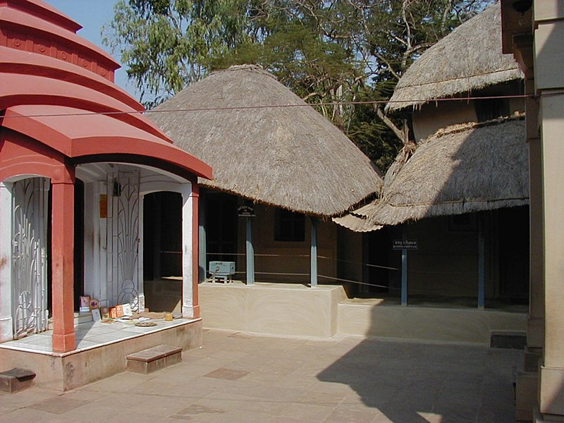 File:Kamarpukur Ramakrishna Hut.jpg
