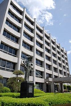 川越市庁舎と太田道灌像