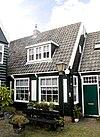 foto van Houten huis in het verlengde van het vorige maar iets breder