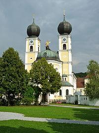 Klosterkirche Metten Westfassade.jpg