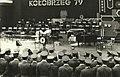 Kołobrzeg, 1979r. Kompania śpiewu z 9pz podczas Festiwalu Kołobrzeskiego pod batutą kapelmistrza st. sierż. szt. Gerarda Jędrzejewskiego.jpg