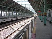 Korail JungAng line K113 Hannam station platform.jpg