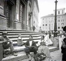 Kratky, Frantisek - Na schodech chramovych (1897).jpg
