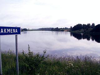 Akmena prie Kurmaičių. Padvarių tvenkinys. Foto:Rimantas Lazdynas