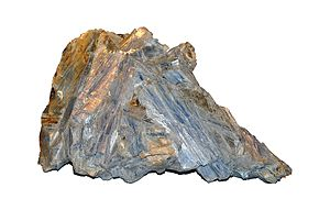 English: Large crystals of Kyanite.