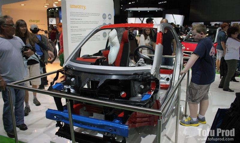 File:LA Auto Show 2012 (8257554828).jpg
