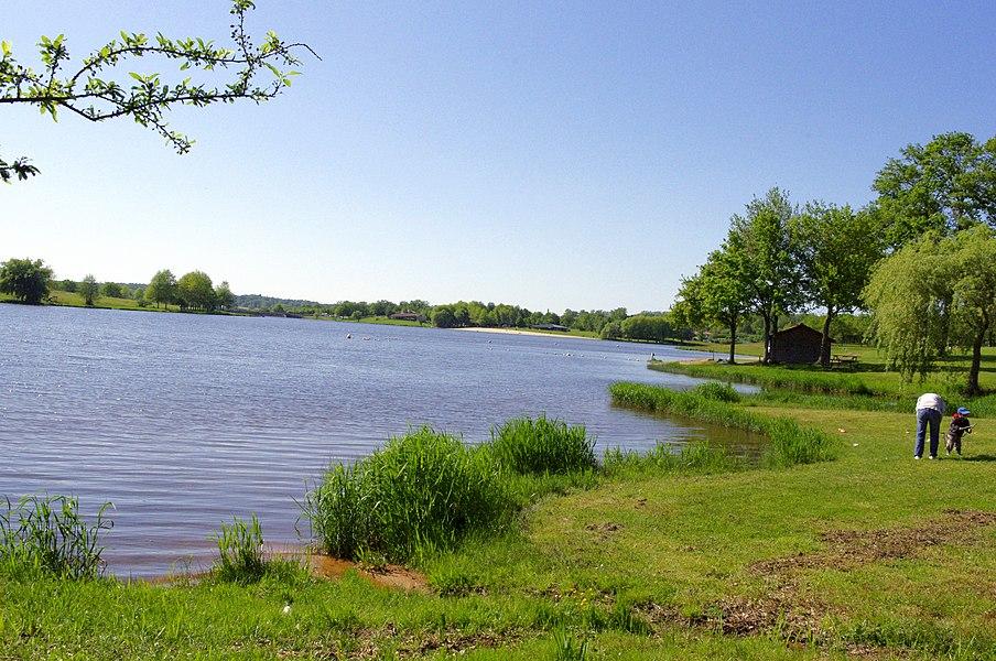 Lac de Lavaud, plage sur la commune de Videix.