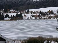 Lac de Saint-Point semi-gelé.jpg