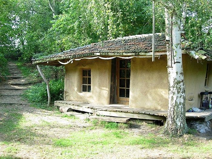 Lehmverputztes Strohballenhaus.jpg