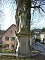 Lodhéřov, sochy před vstupem na hřbitov (2).jpg