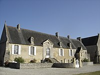 Longues-sur-Mer. Logis abbatial de l'Abbaye Sainte-Marie, façade sud.jpg
