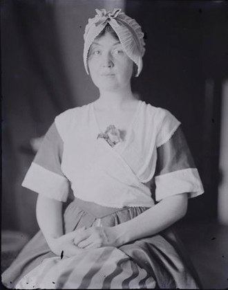 Paul Haviland - Haviland's portrait (mid 1910s) of his friend Loraine Wyman, American soprano and folk song fieldworker. She is shown in performance costume, in this case Breton peasant garb. The full set of Wyman portraits is kept in the Musée d'Orsay in Paris.