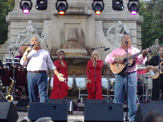 Los del Río - Performing 24 July 2009 at Plaza de España (Madrid)