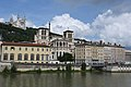 Lyon, an der Saône, Cathédrale Saint-Jean-Baptiste (12.), hinten Notre-Dame de Fourvière (19.) (27825636377).jpg