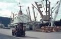 MS Frankfurt bei der Verladung von Schwergut, Guatemala 1970-71.png