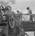 Machine om stenen te breken en te sorteren, Bestanddeelnr 254-4040.jpg