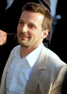 Mathieu Kassovitz souriant