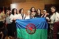 Mayer recibe la bandera gitana en el Día de las gitanas y gitanos de Madrid 05.jpg