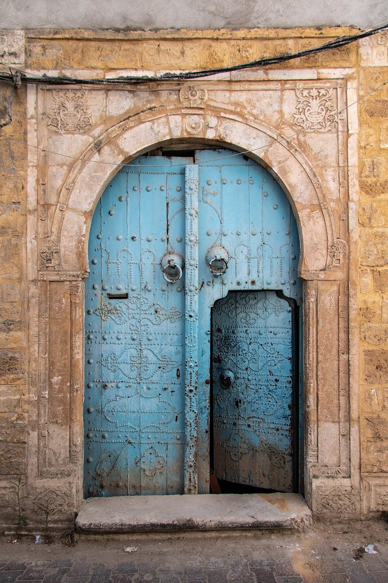 1280px-Medina_Door_I_(28720074367).jpg
