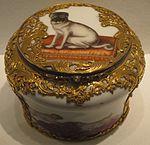 Meissen snuffbox, c. 1760, hard-paste porcelain, Metropolitan Museum of Art, 1977.1.10.JPG
