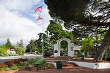 Memorial Arch Saratoga California.jpg