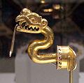 Messico, mixtechi-aztechi, labret (orecchino per sotto il labbro inferiore) a forma di serpente, IX-XI sec, oro sbalzato 01.JPG
