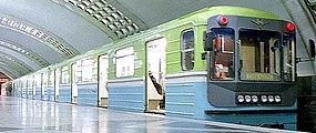 Metro tren 81-718.0-719.0 (recortado) .jpg