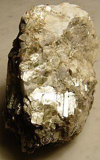 Minerais de A-Z 200px-Mica-in-rock-from-alstead
