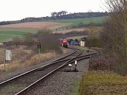 Güterzug beim Streckenende der Bahnstrecke Bad Hersfeld-Breitenbach (Standort: Breitenbach am Herzberg)