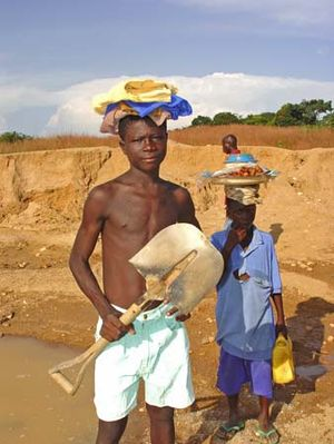 International labor standards - Young diamond miners in Sierra Leone