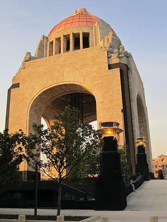 Triumphal arch - Image: Monumento a la Revolución Mexicana