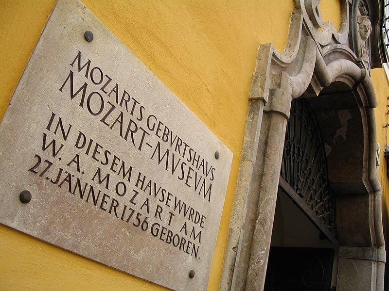 File:Mozarts Geburtshaus.JPG