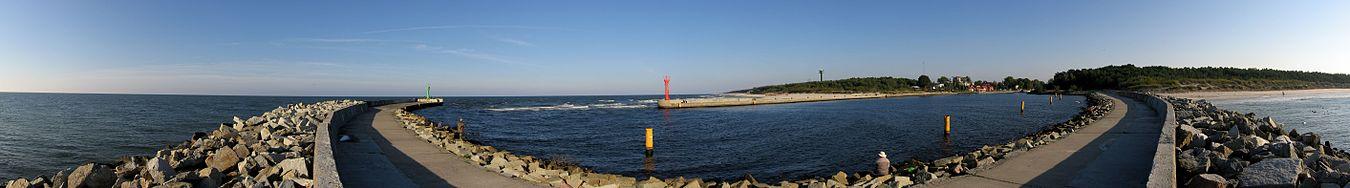 English: Breakwaters in MrzeżynoPolski: Falochrony Portu Mrzeżyno