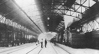 Royal Blue (train) - Electric locomotive and steam locomotive with Royal Blue at Mount Royal Station, 1896