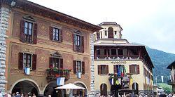 Municipio - Piazza Giovanni Paolo II - Borno (Foto Luca Giarelli).jpg