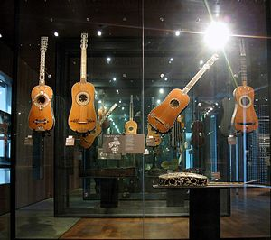 Baroque guitar - Baroque guitars exhibited at Musée de la Musique