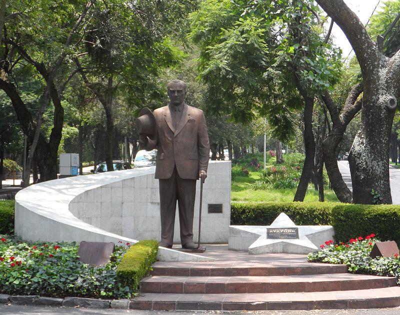 Mustafa Kemal Ataturk Reforma Mex D.F.jpg