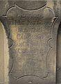 Nápis na dříku soklu se sochou svatého Jana Nepomuckého před kostelem svatého Jindřicha a Kunhuty, Praha.JPG
